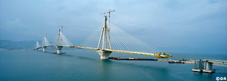 Long de 2252 m., le pont Trikoupis est le plus long pont suspendu du monde.