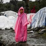 Une enfant photographiée dans le camp de Moria. ARIS MESSINIS/AFP