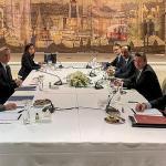 Les délégations grecque (à gauche) et turque (à droite), lundi 25 janvier, au palais Dolmabahçe d'Istanbul. TURKISH FOREIGN MINISTRY PRESS O / AFP