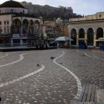 La place Monastiraki à Athènes, vide après l'annonce de la prolongation du confinement. ALKIS KONSTANTINIDIS / REUTERS