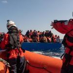 Des sauveteurs du Sea Watch 3 viennent au secours de migrants en mer. Selene Magnolia/Sea-Watch / REUTERS