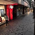 Les commerces rouvriront à partir de lundi, à part les grands magasins et les centres commerciaux. Sakis MITROLIDIS / AFP