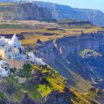 Santorin devrait être l'un des destinations de l'été pour la Grèce et les Cyclades, avec l'inauguration ou la réouverture de lignes au départ de Nantes, Paris et Montpellier, avec Air France, Transavia et Aegean. Adobe Stock