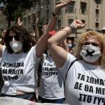 Des enseignants mobilisés dans le cadre de la grève générale de 24 heures, scandant des slogans. Louisa GOULIAMAKI / AFP
