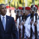 Barack Obama passe en revue la garde présidentielle grecque, mardi à Athènes. Crédits photo : Lefteris Pitarakis/AP