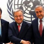 Antonio Guterres serre les mains du leader chypriote-grec (à gauche) et du leader chypriote-turc (à droite) avant une réunion. (Dimanche 4 juin 2017)Vidéo: AFP