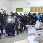 Le dirigeant chypriote-turc Mustafa Akinci vote pour les élections législatives, le 7 janvier 2018