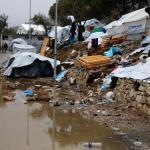 Dans le principal camp migratoire de l'île, à Moria, et d'une capacité de 3100 places, plus de 8000 migrants s'entassent dans des conditions précaires. Image: PETROS TSAKMAKIS/Keystone