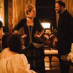 Yorgos Lanthimos et Emma Stone sur le tournage de «The favourite»