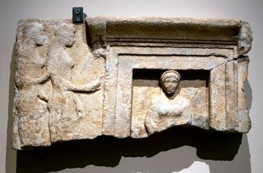 Deux Antiquites Grecques Restituees Par La Fondation Getty Info