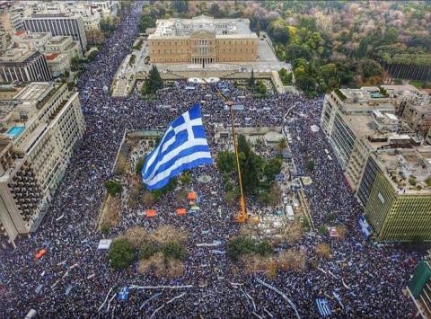 Rassemblement populaire place syntagma pour défendre la hellénicité de Macédoine