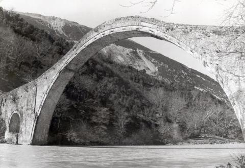 Pont en pierres en Epire