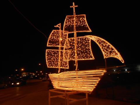 Le petit navire est le symbole grec de Noël notamment dans les îles.