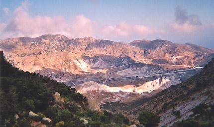 Comme sur l'île de K., Nisyros a son volcan. En photo, le cratère Stéphanos