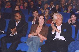 Katerina entourée de Christian Karembeu et de l'Ambassadeur de France en Grèce, Bruno Delaye.