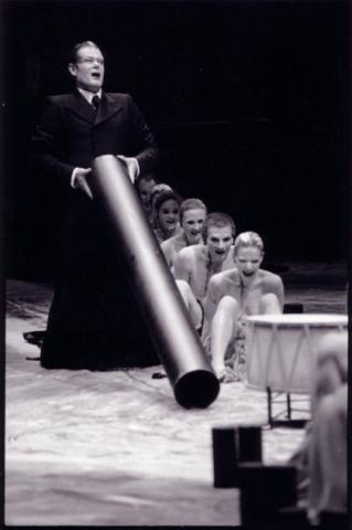 """""""Les Bacchantes"""" de Theodoros Terzopoulos avec le Dusseldorfer Schauspielhaus (Photo Johanna Weber)"""