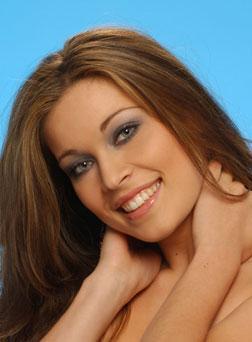 Marietta Chrousalas : beauté et douceur pour défendre les couleurs grecques à l'élection de Miss Europe 2003.