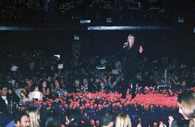25 Νοεμβρίου 2011. Το βράδυ της πρεμιέρας, πάνω στη σκηνή του Fever. (φωτογραφία i-GR/ΚΤ)