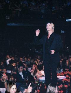 Nikos engendre toujours une grande complicité avec le public. (photo i-GR/KT)