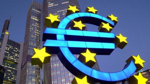 Le symbole de l'euro devant la Banque centrale européenne à Francfort-sur-le-Main