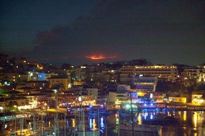 L'incendie du Parnès vue du Pirée