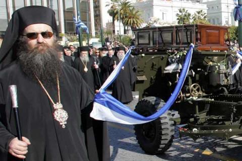 Cortège funèbre de Mgr Christodoulos dans les rues d'Athènes