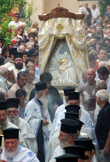 Quand il ne reste plus que Dieu pour espérer la fin du martyre. Procession lundi matin à Kalamata.
