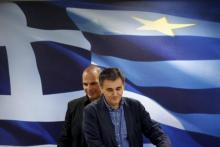 L'ex ministre grec des Finances Yanis Varoufakis (G) et son successeur Euclid Tsakalotos (D). © Yannis Behrakis