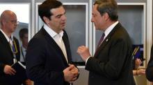 Le Premier ministre grec Alexis Tsipras et le président de la BCE Mario Draghi lors d'une réunion des dirigeants de la zone euro le 7 juillet 2015 à Bruxelles