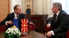 La tournée de Donald Tusk, après l'annonce du plan européen pour la gestion de la crise migratoire, comprend des arrêts en Macédoine (ici avec le président Gjorge Ivanov, le 2 mars 2016), Autriche, Slovénie, Croatie, Grèce et Turquie. Image: Keystone