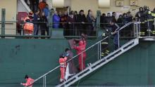 Passagers évacués du Norman Atlantic ce lundi.                                                     Crédits photo : STRINGER/ITALY/REUTERS