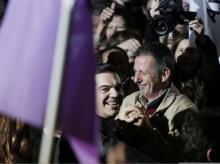 Syriza affiche une avance de plus de six points face à la droite (35,4 %- 29 %) après le dépouillement d'un quart des bulletins de vote. La majorité absolue n'est pas encore assurée. |AP/Lefteris Pitarakis