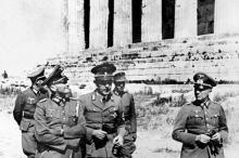 Mai 1941, des officiers allemands visitent l'acropole. Athènes cite l'occupation du pays durant la dernière guerre pour demander l'annulation de sa dette après la victoire d'Alexis Tsipras aux dernières élections. Image: AFP