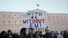 Manifestation dimanche à Athènes pour soutenir le gouvernement grec. Crédits photo : Petros Giannakouris/AP