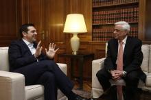 Alexis Tsipras et Prokopis Pavlopoulos, le 17 février à Athènes.