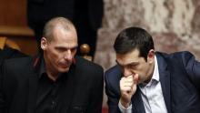 Le ministre des finances et le premier ministre grecs. Crédits photo : ALKIS KONSTANTINIDIS/REUTERS