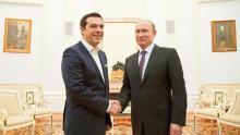 Alexis Tsipras et Vladimir Poutine, mercredi à Moscou. Crédits photo : POOL/REUTERS