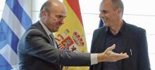 Le ministre de l'Économie espagnol, Luis de Guindos, et son homologue grec, Yanis Varoufakis, le 8 mai, à Madrid. Crédits photo : POOL/REUTERS