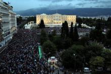 Ce mardi 30 juin au soir à Athènes, des milliers de Grecs manifestaient en faveur de l'Union Européenne.