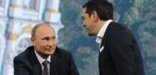 Vladimir Poutine et Alexis Tsipras lors du forum économique de Saint-Pétersbourg en juin dernier. (OLGA MALTSEVA / AFP)