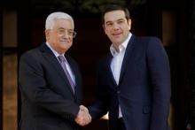 Mahmoud Abbas était en visite à Athènes pour deux jours. Il est accueilli ici par le premier ministre grec Alexis Tsipras (à droite). Image: Orestis Panagiotou/Keystone