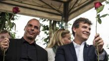 Yanis Varoufakis et Arnaud Montebourg à la Fête de la rose de Frangy-en-Bresse, le 23 août 2015. Crédits photo : JEAN-PHILIPPE KSIAZEK/AFP