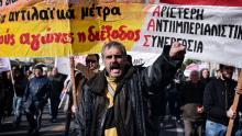 Manifestation à Athènes, jeudi, contre les réformes du marché du travail et de la fiscalité Crédits photo : LOUISA GOULIAMAKI/AFP