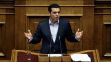 Le premier ministre grec, Alexis Tsipras, devant le parlement, à Athènes. crédits: REUTERS/Alkis Konstantinidis Crédits photo : ALKIS KONSTANTINIDIS/REUTERS