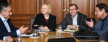 C'était au Mont-Pèlerin en novembre. Le leader chypriote turc Mustafa Akinci (à gauche) et le président chypriote grec Nicos Anastasiades ( droite) ont entamé les pourpalers, en présence des représentants de l'ONU Elizabeth Spehar et Espen Barth E... © Fabrice Coffrini (AFP)