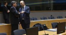 Euclide Tsakalotos, le ministre des Finances grec et le commissaire européen aux Affaires économiques, Pierre Moscovici à Bruxelles.