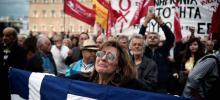 Grève générale à Athènes pour protester contre les mesures d'austérité, le 17 mai. Crédits photo : LOUISA GOULIAMAKI/AFP