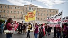 Des manifestants anti-austérité jeudi à Athènes Crédits photo : LOUISA GOULIAMAKI/AFP