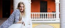 Triomphe. L'helléniste Andrea Marcolongo à Cartagena, en Colombie, le 26janvier, où elle terminait une tournée. Sur son bras, un tatouage en hommage à Sarajevo, sa ville d'adoption, «laplus européenne de toutes». © Joaquin Sarmiento/Archivolatino-REA