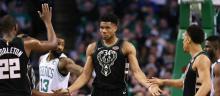 À 23 ans, Giannis Antetokoúnmpo, leader des Milwaukee Bucks (NBA), fait partie des rares candidats au titre de joueur de l'année en NBA (MVP).  © GETTY IMAGES NORTH AMERICA / AFP/ Maddie Meyer